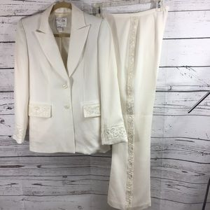 Vintage Oscar by Oscar de la Renta 2 pc suit White